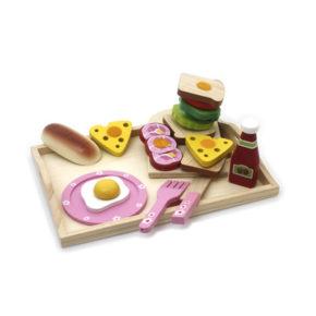 Drevená tácka s raňajkami