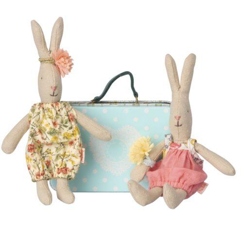 Zajačik s kufríkom a oblečením