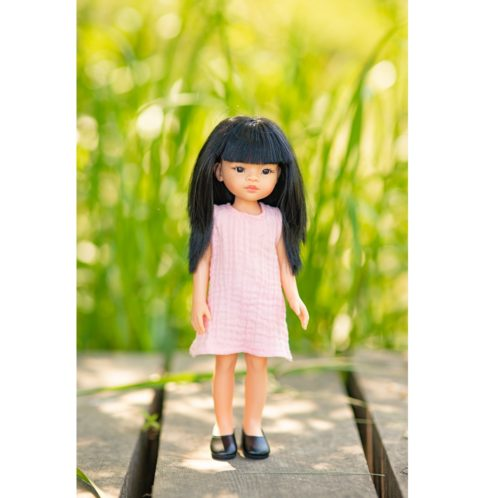 Bábika Liu v šatách Iva